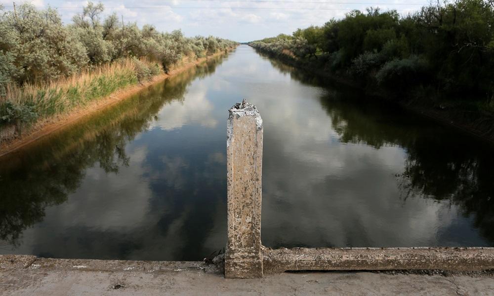 Kênh đào Bắc Crimea, nơi cung cấp nước ngọt cho Crimea. Ảnh: Reuters.