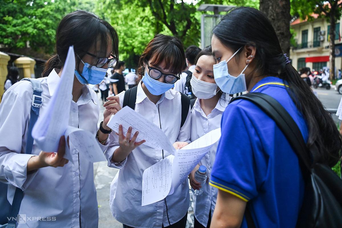 Thí sinh dự thi tốt nghiệp THPT hôm 7/7 tại Hà Nội. Ảnh: Giang Huy.
