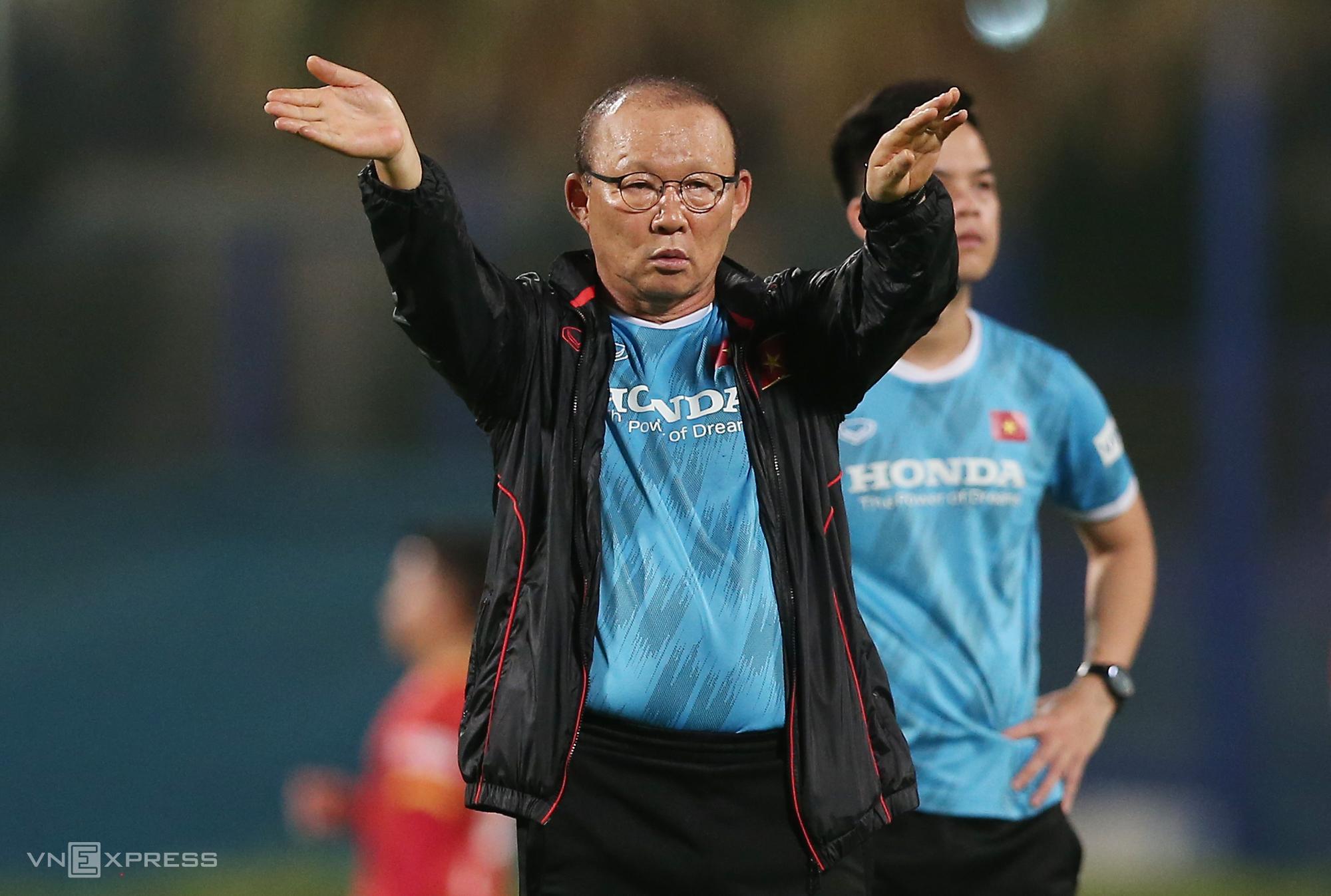 HLV Park Hang-seo sẽ bay từ Hàn Quốc sang Việt Nam ngày 28/7 để chuẩn bị cho vòng loại World Cup. Ảnh: Lâm Thoả