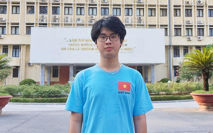 Trang Đào Công Minh vừa hoàn thành kỳ thi Olympic Vật lý quốc tế theo hình thức trực tuyến tại Đại học Sư phạm Hà Nội. Ảnh: Nhân vật cung cấp.