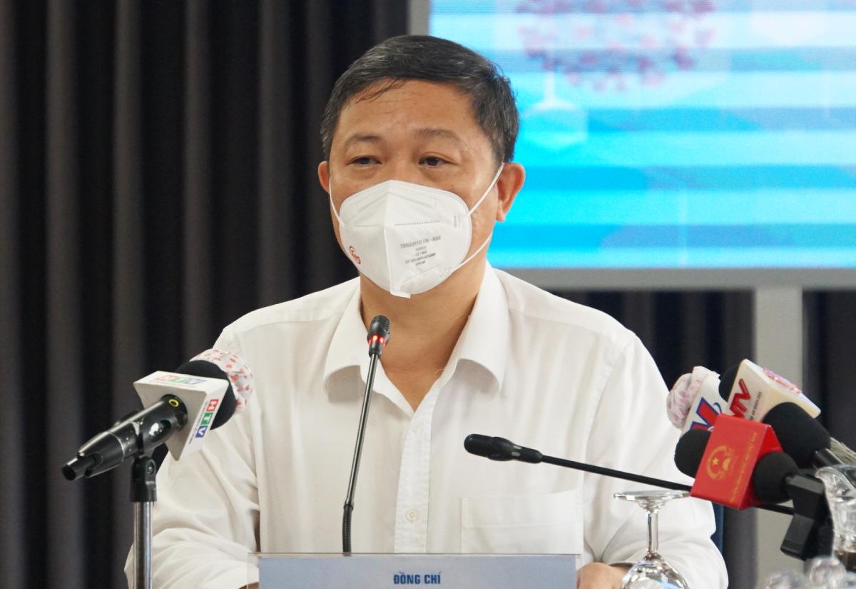 Ông Dương Anh Đức, Phó chủ tịch UBND TP HCM tại buổi họp báo sáng 25/7. Ảnh: Mạnh Tùng.