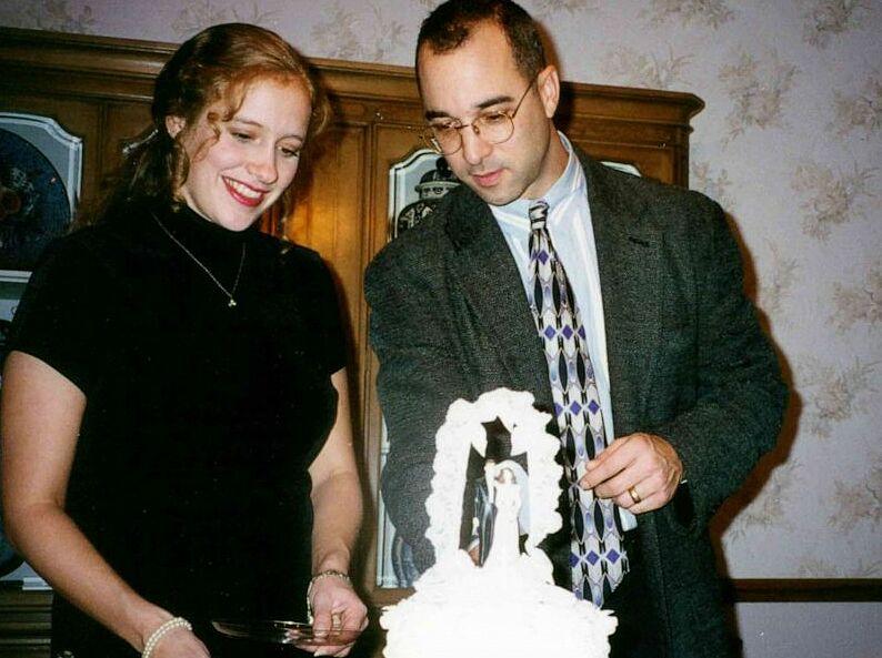 Mark và người vợ thứ hai. Ảnh: ABC News