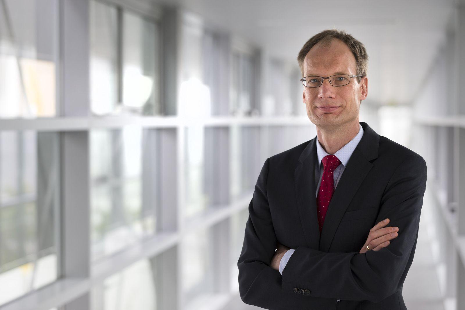 Ông Michael Lohscheller khi còn làm việc cho Opel. Ảnh: PSA
