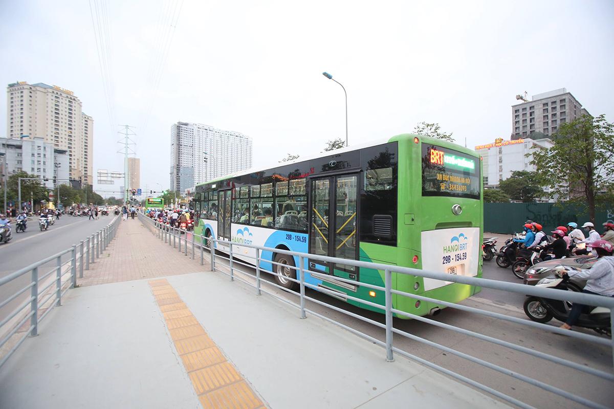 Xe buýt nhanh BRT tại Hà Nội. Ảnh: Ngọc Thành