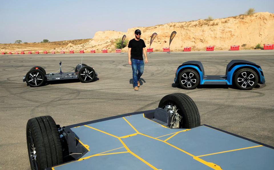 Những nguyên mẫu khung gầm cho xe điện do REE phát triển, đang thử nghiệm tại Beersheba, Israel vào tháng 9/2020. Ảnh: Reuters