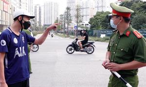 Nhiều người bị phạt vì ra đường không lý do