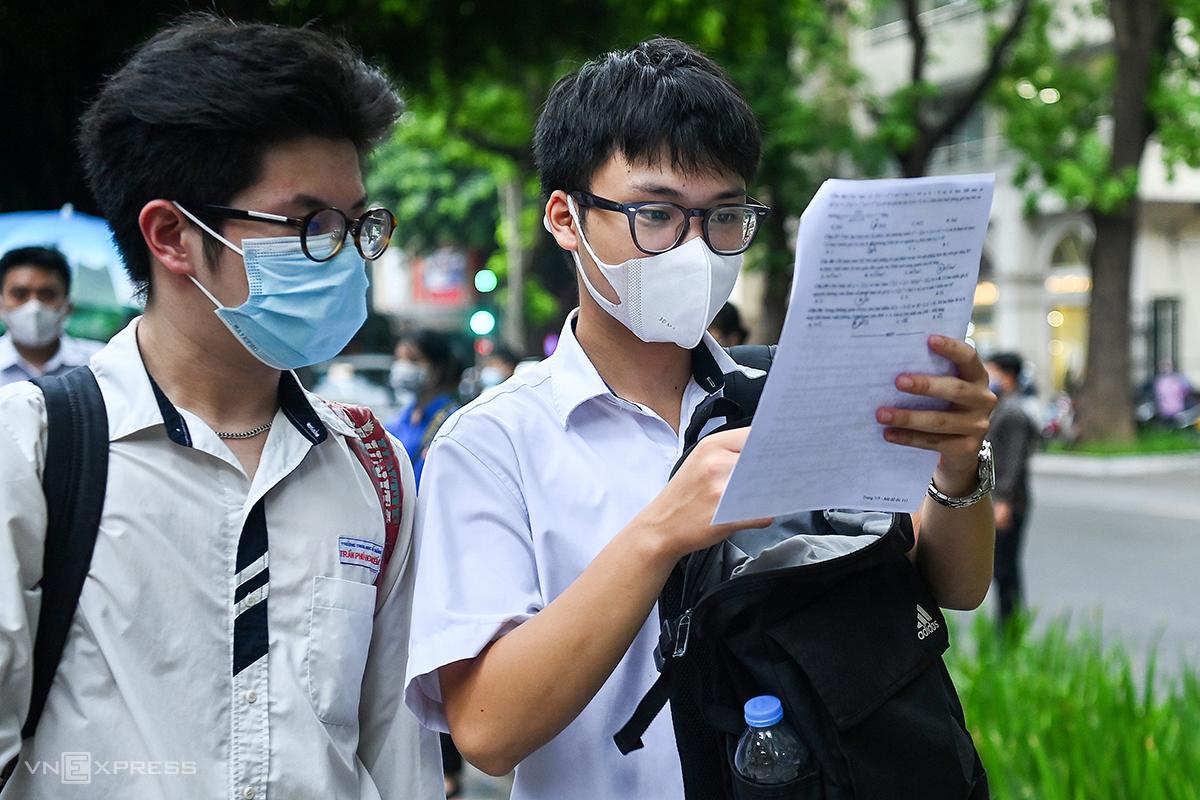 Thí sinh dự thi tốt nghiệp THPT năm 2021 tại Hà Nội. Ảnh: Giang Huy.