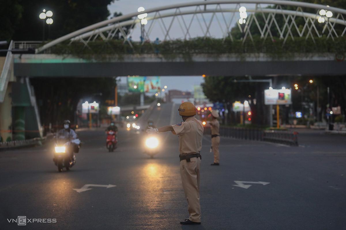 Đường phố TP HCM sau 18h hôm nay, 26/7. Ảnh: Thành Nguyễn.