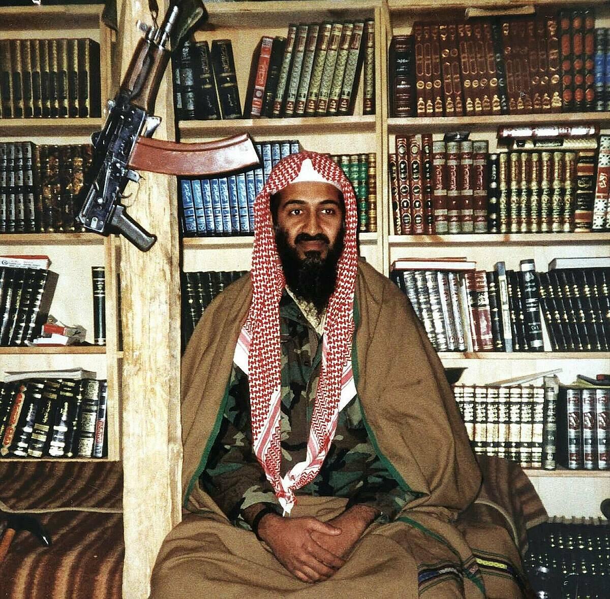 Bin Laden ở Afghanistan, vào khoảng năm 2001. Ảnh: SIPA