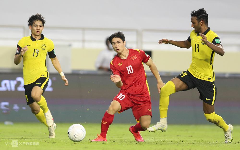 Cong Phuong berlaga dalam pertandingan melawan Malaysia 2-1 di UEA, babak kualifikasi kedua Piala Dunia 2022 - wilayah Asia pada bulan Juni Foto: Lam Thoa