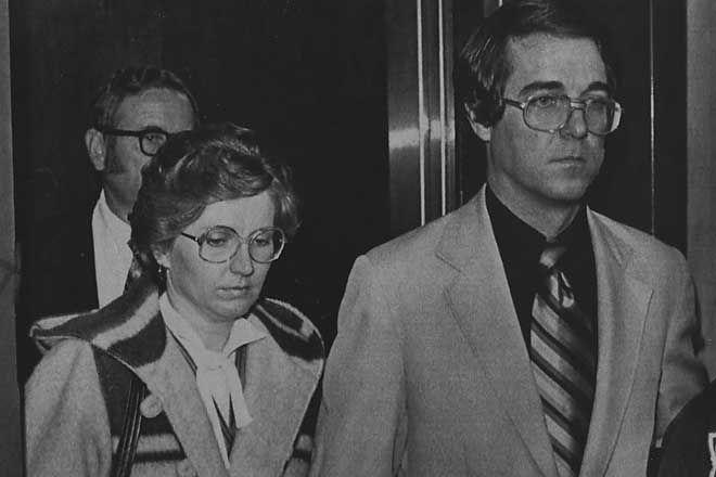 Candy Montgomery và chồng tại phiên toà. Ảnh: Dallasnews
