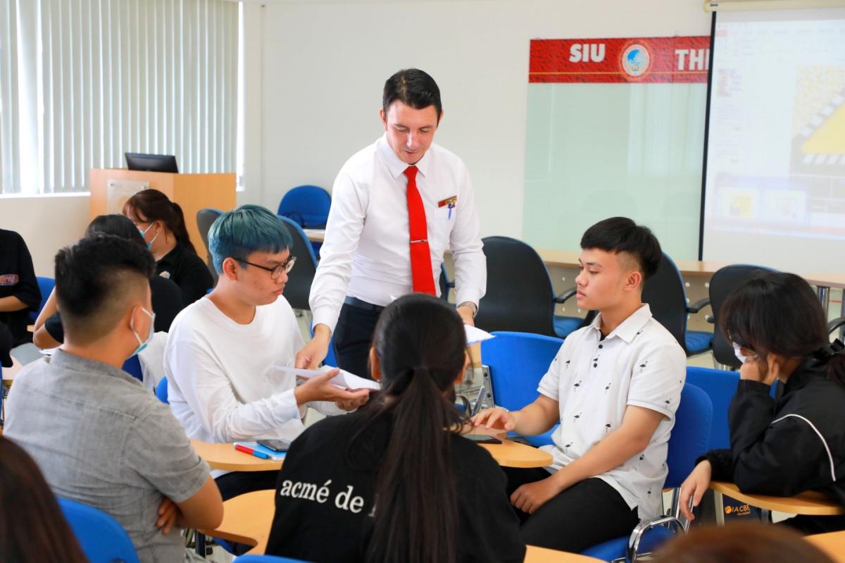 Một tiết học tiếng Anh kỹ năng của sinh viên SIU vào năm 2021.