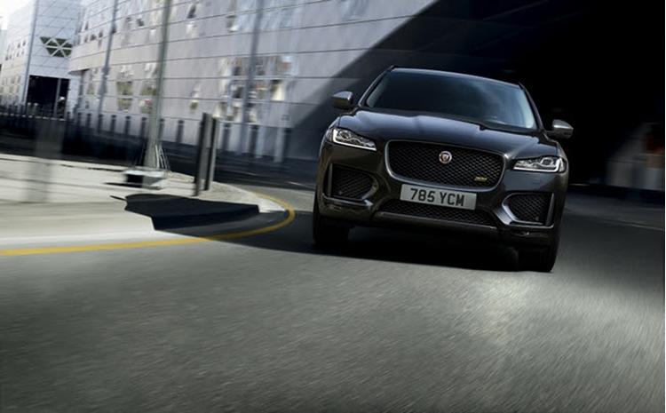 Jaguar F-Pace trên đường phố.