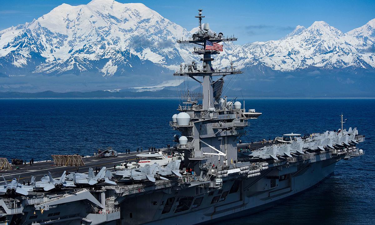 Tàu sân bay USS Theodore Roosevelt của Mỹ di chuyển trên vịnh Alaska tháng 5/2019. Ảnh: US Navy.