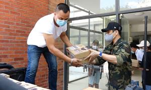Đội xe bán tải tình nguyện vận chuyển hàng trong dịch