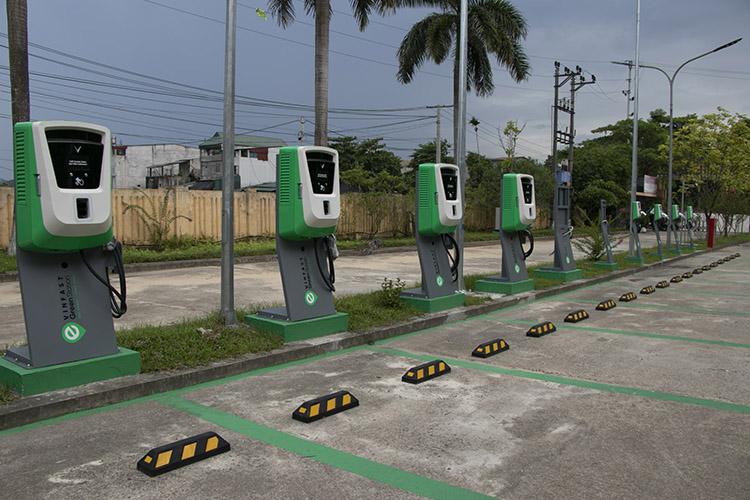 Trạm sạc ôtô điện VinFast tại bến xe Nước Mát - Yên Bái.