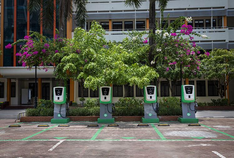 Một trạm sạc xe điện VinFast tại trường Đại học Giao thông Vận tải Hà Nội.