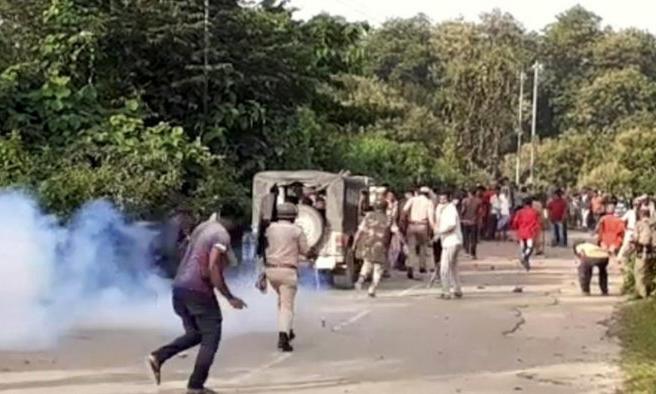 Các sĩ quan trong vụ đụng độ tại huyện Cachar, bang Assam, giáp ranh với bang Mizoram ở Ấn Độ hôm 26/7. Ảnh: PTI.