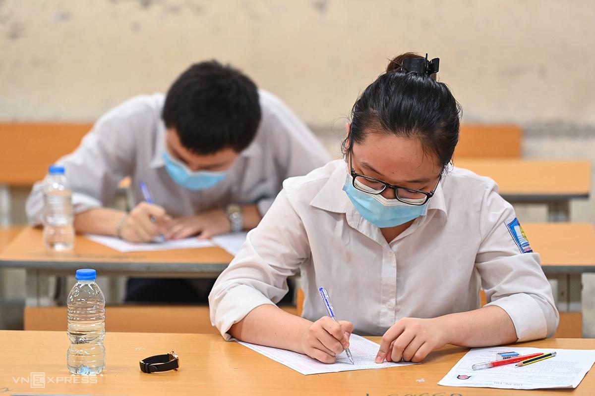 Thí sinh thi tốt nghiệp THPT năm 2021 đợt 1 tại Hà Nội. Ảnh: Giang Huy.