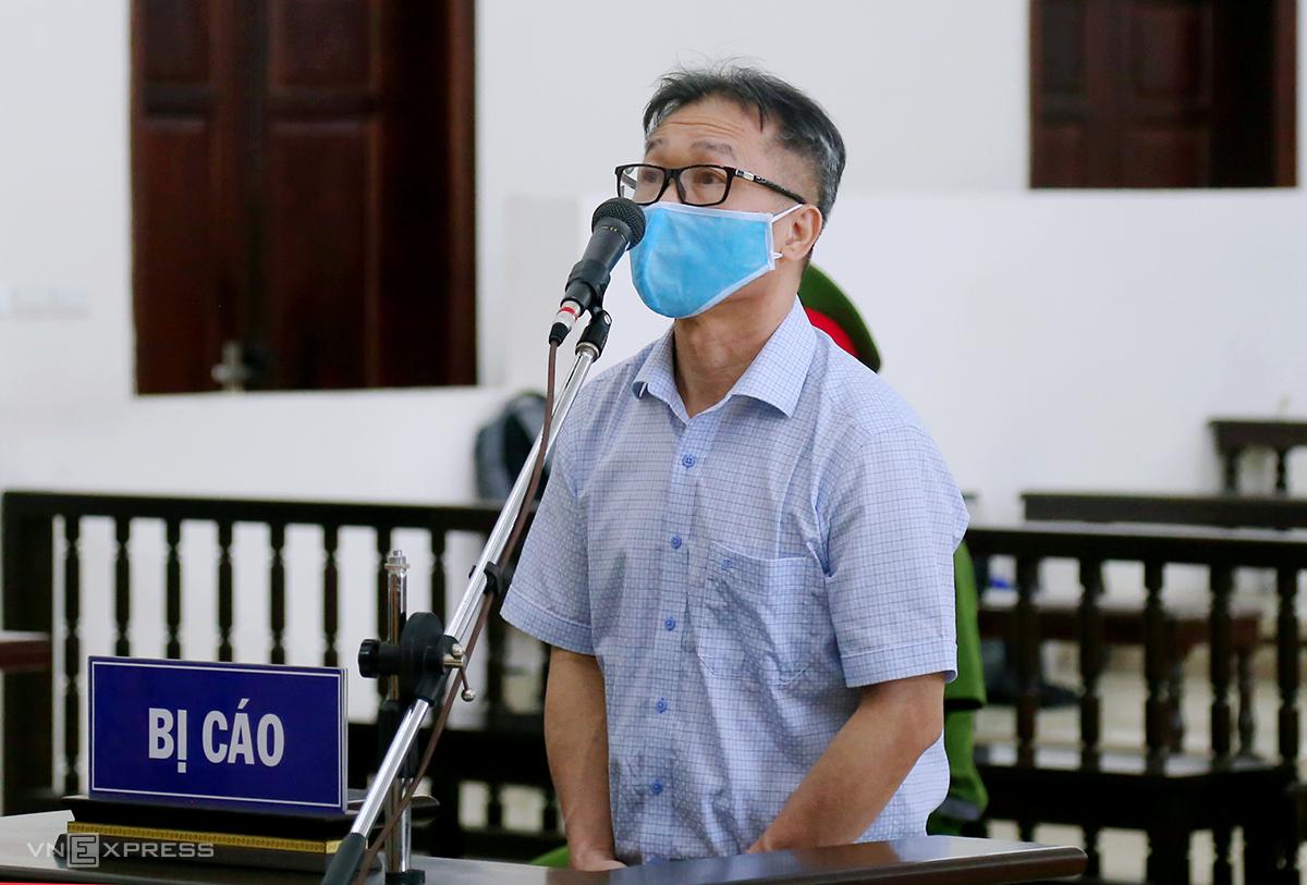 Ông Đinh Văn Dũng tại phiên tòa phúc thẩm Lạm dụng tín nhiệm chiếm đoạt tài sản ngày 29/6. Ảnh: Phạm Dự