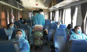 Hàng trăm người từ TP HCM lên tàu chuyên biệt về quê tránh dịch