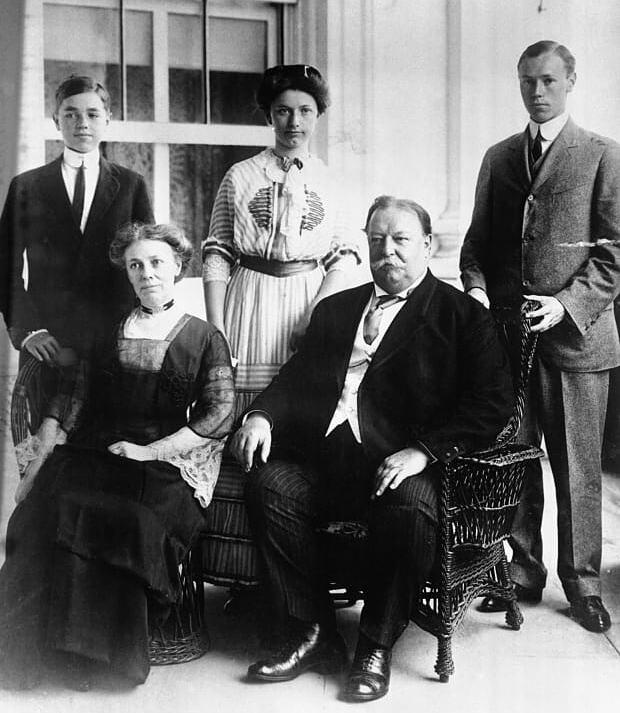 Cựu Tổng thống William Taft cùng vợ và các con. Ảnh: Histrory