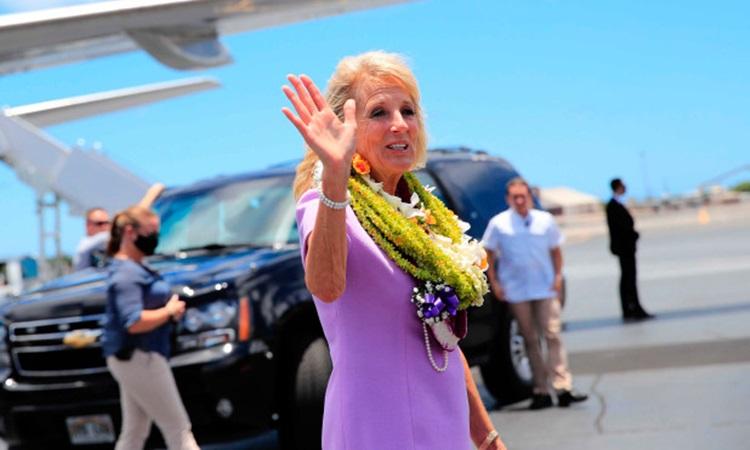 Đệ nhất phu nhân Mỹ Jill Biden trong chuyến thăm Hawaii cuối tuần trước. Ảnh: AP.