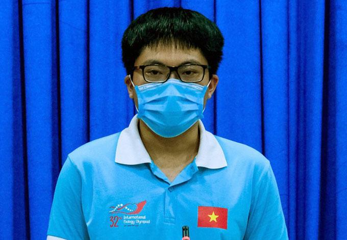 Đặng Lê Minh Khang tại cuộc gặp mặt với lãnh đạo Sở Giáo dục và Đạo tạo cùng UBND TP Cần Thơ. Ảnh: Hưng Lợi.