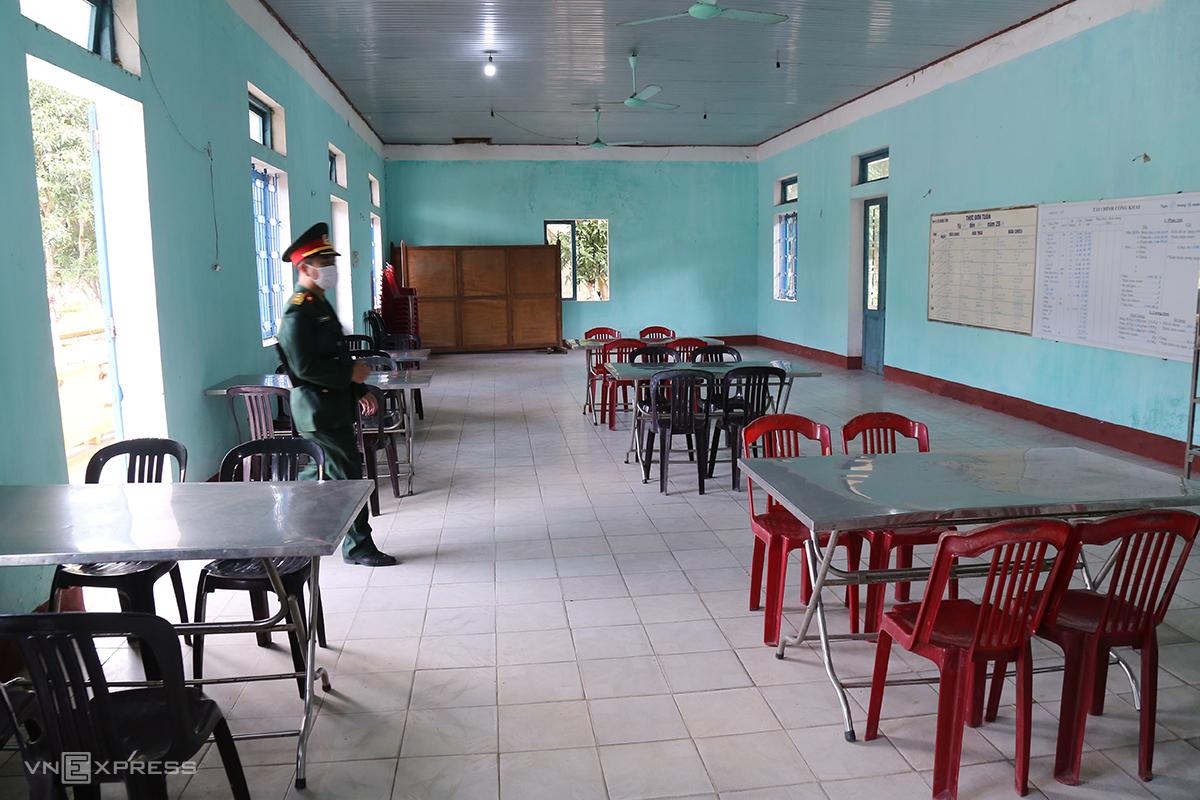 Nhà ăn tại khu cách ly trụ sở Bộ chỉ huy quân sự cũ tỉnh Quảng Trị. Ảnh: Hoàng Táo