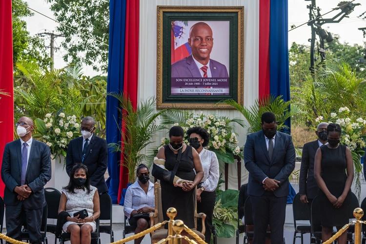 Đệ nhất phu nhân Martine trong một buổi lễ tưởng niệm Tổng thống Jovenel. Ảnh: NYTimes.