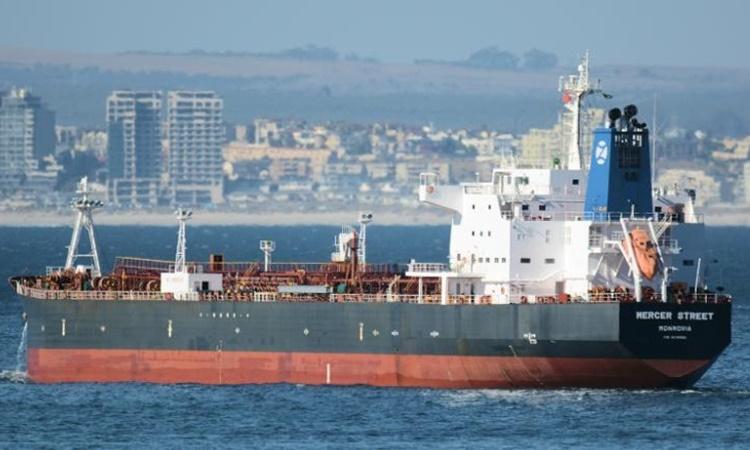 Tàu dầu Mercer Street ngoài khơi Cape Town, Nam Phi, năm 2016. Ảnh: AP.