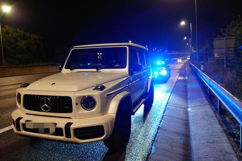 Chiếc Mercedes-AMG G63 của tài xế nữ khi bị cảnh sát dừng xe trên cao tốc. Ảnh: Derbyshire Police Road Unit