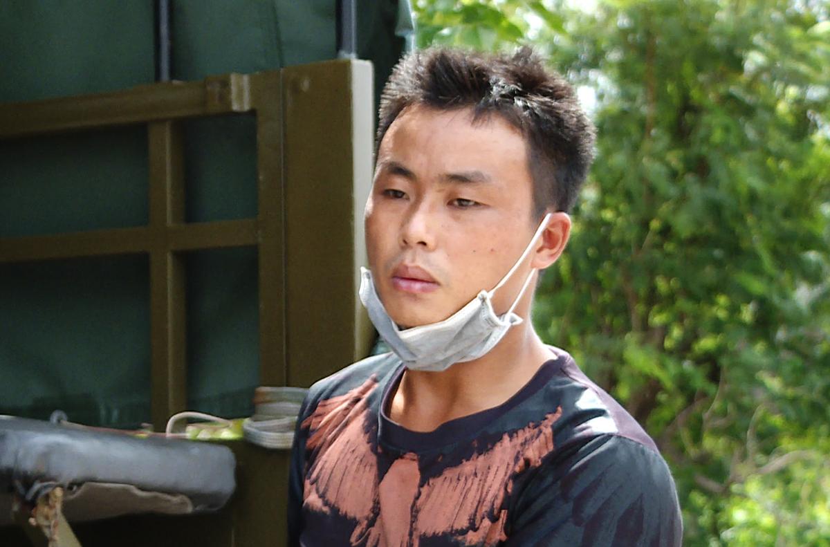 Đoàn khi bị cảnh sát bắt quả tang. Ảnh: Quang Bình.