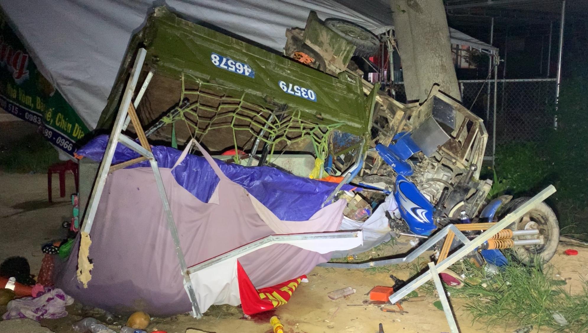 Chiếc ba gác chở cả nhà ông Sơn về quê gặp nạn tại Hàm Tân, Bình Thuận, đêm 31/7. Ảnh: Tư Huynh.