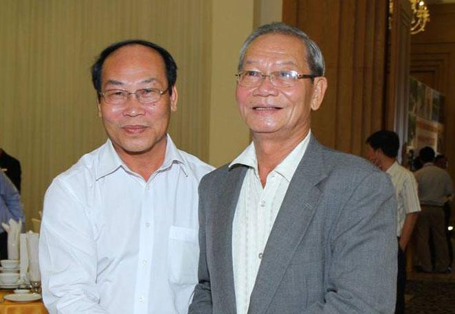 Ông Trần Công Cảnh (phải) cùng ông Võ Xuân Ca, Chủ tịch Ủy ban Mặt trận Tổ quốc Việt Nam tỉnh Quảng Nam. Ảnh: A. Kiều.