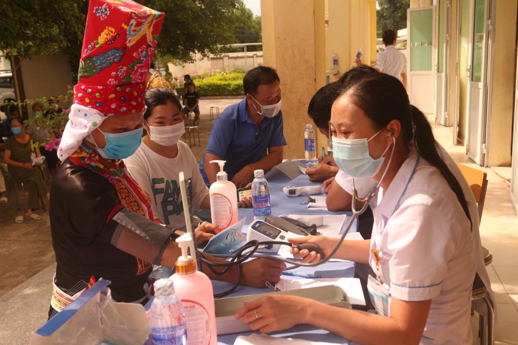 Một điểm tiêm tại xã Đồng Văn, huyện Bình Liêu. Ảnh: La Lành
