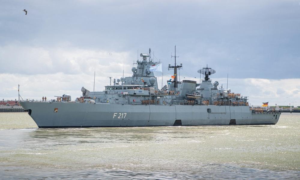 Tàu hộ vệ Bayern rời cảng Wilhelmshaven hôm 2/8. Ảnh: AFP.