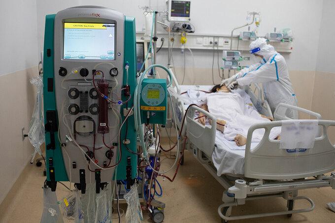 Nhân viên y tế điều trị các bệnh nhân nặng, nguy kịch tại Bệnh viện Hồi sức Covid-19, TP Thủ Đức, TP HCM. Ảnh: Thành Nguyễn