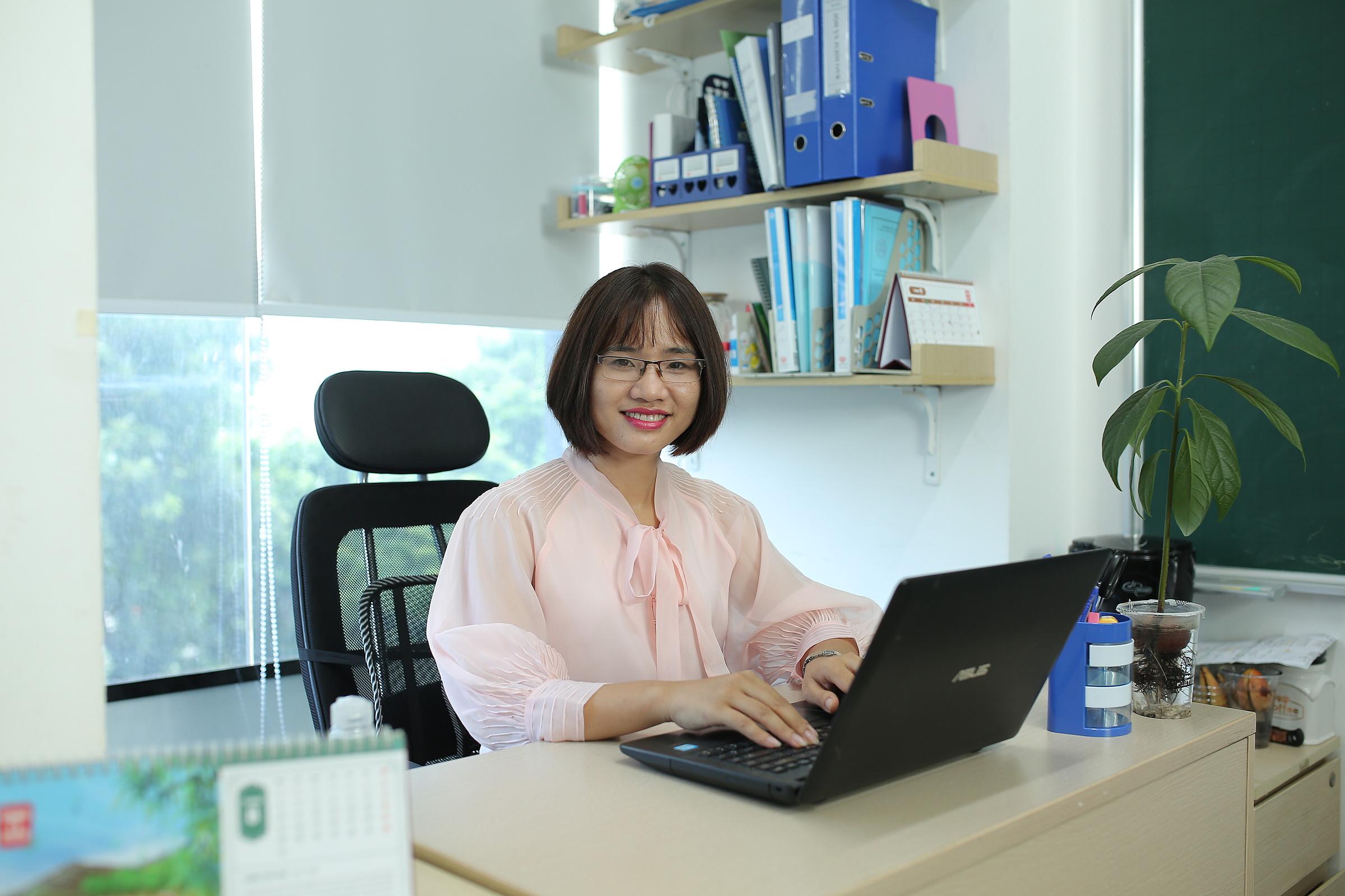 Thạc sĩ Dương Thị Thu Hà, giáo viên tại Hệ thống giáo dục HOCMAI.