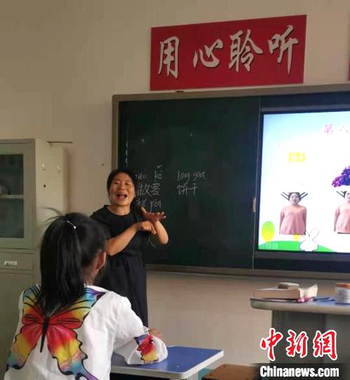 Zhang Ronghua trong một giờ lên lớp. Ảnh: Chinanews.