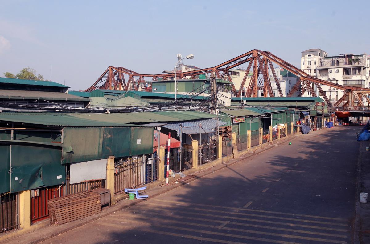 Long Biên là một trong những chợ đầu mối lớn nhất Hà Nội với hàng nghìn hộ kinh doanh. Ảnh: Tất Định.
