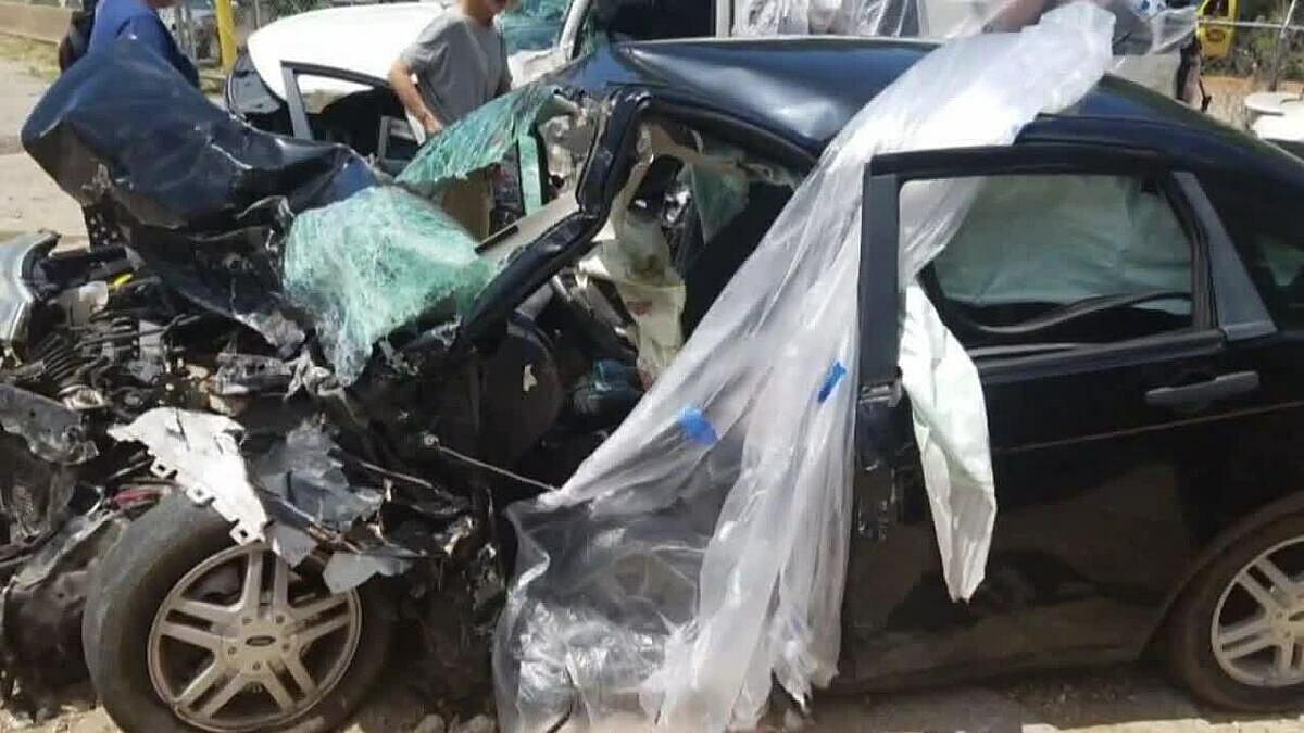 Chiếc Ford Focus của haile sau tai nạn. Ảnh: KLTV