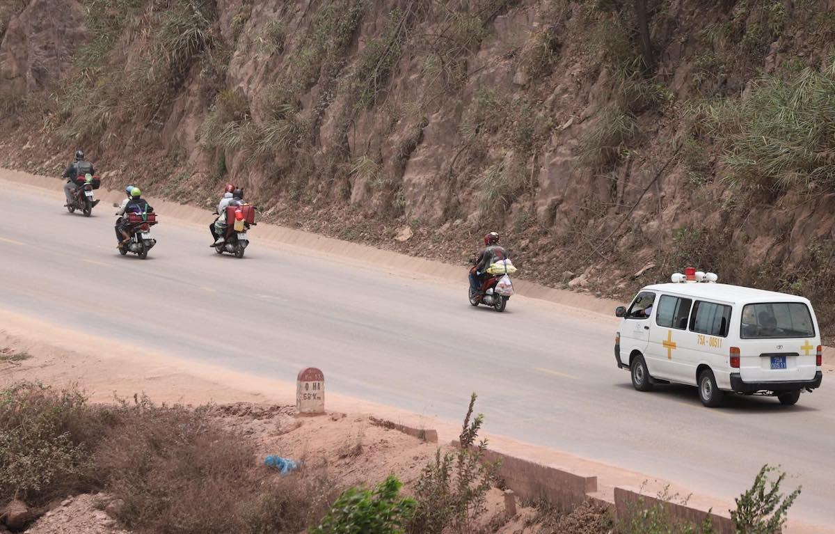 Người dân từ các tỉnh, thành phía Nam đi xe máy về quê cuối tháng 7. Ảnh: Võ Thạnh