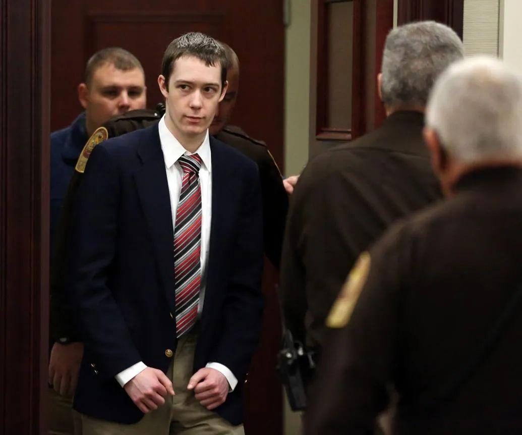 David bị đưa tới phòng xét xử. Nguồn roanoke