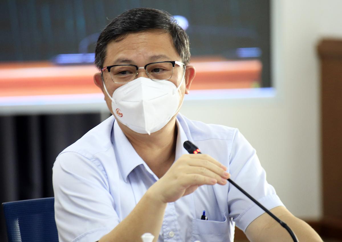 Phó chủ tịch UBND TP HCM Dương Anh Đức tại buổi họp báo. Ảnh: Hữu Công.