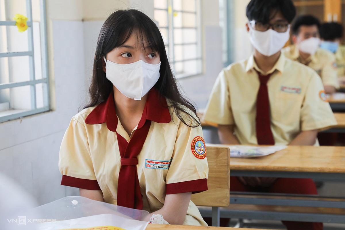 Học sinh TP HCM dự thi tốt nghiệp THPT đợt 1 hôm 7-8/7. Ảnh: Quỳnh Trần.
