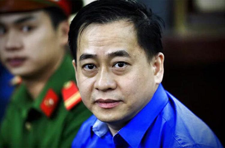 Phan Văn Anh Vũ (Vũ Nhôm) tại phiên xử vụ án Cố ý làm trái quy định của Nhà nước về quản lý kinh tế gây hậu quả nghiêm trọng xảy ra tại Ngân hàng Đông Á vào tháng 6/2019. Ảnh: Hữu Khoa.