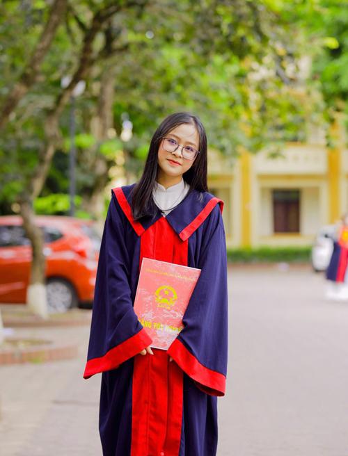 Thúy An từng là học sinh chuyên Sinh của trường THPT chuyên Phan Bội Châu, thành phố Vinh, Nghệ An. Ảnh: NVCC.