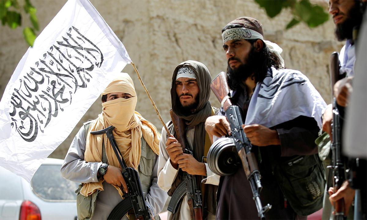 Các tay súng Taliban tại huyện Ghanikhel của tỉnh Nangarhar, Afghanistan tháng 6/2018. Ảnh: Reuters.