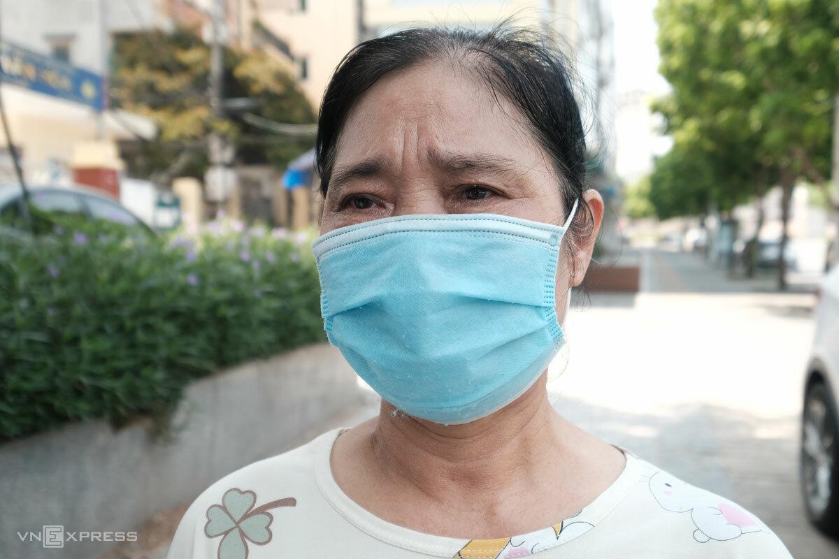 Bà Đỗ Thị Thơ, lao động tự do đã không còn thu nhập nửa tháng nay. Ảnh: Hồng Chiêu